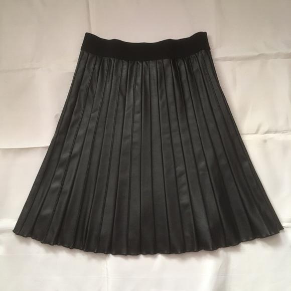 Alfani Black pleated vegan leather skirt size 4